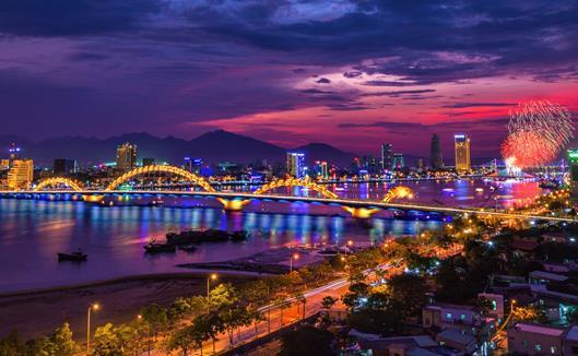 Dragon bridge is one of the symbols for transformation of Da Nang