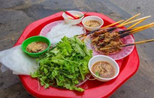 hoi an side walk barbeque vietnam discovery