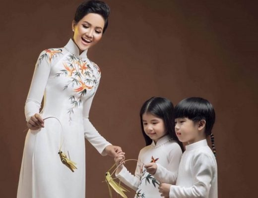 Miss Universe Vietnam H'Hen Niê in Ao Dai with kids. Photo: Kiếng Cận